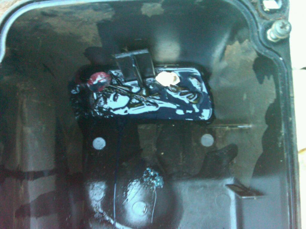 01 600 Air Box Question-broke-hole.jpg