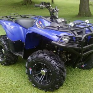 "2009 Grizzly 700, Moose Racing Brush Guard, Dynatek CDI Box, Supertrapp Mudslinger Exaust, 26"" Dirt Devil IIs on 12"" ITP SS 212s"