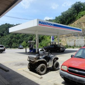 Lunch time and gas up at the Marathon gas station at Horse Pen Mountain.